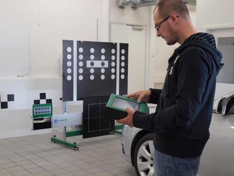 ADAS calibration training includes a live demo by HELLA at Autoinform Live in Cork this April